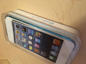 BLUE IPOD TOUCH 5 32GB