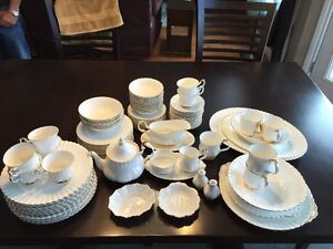 12 piece Royal Albert Bone China England Val D'or