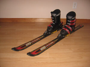 Kid's downhill skis and boots