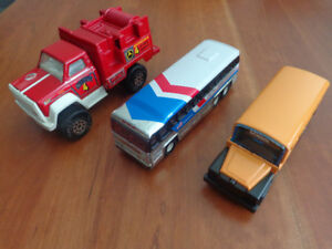 Toy Vehicles: Includes 1979 Greyhound Bus & 1980 School Bus!