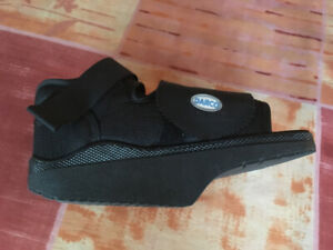 CHAUSSURE (SANDALE) ORTHOPÉDIQUE DARCO – TAILLE SMALL