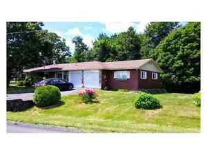Beautiful 4 bedroom country property for sale!