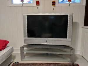 "50"" Sony Wega HD LCD TV (2004)"