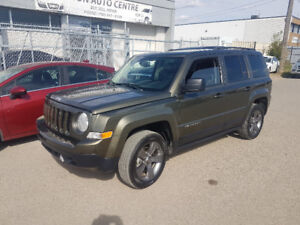 2015 Jeep Patriot, 4x4, auto. LEATHER, sunroof, only 56,000 km.
