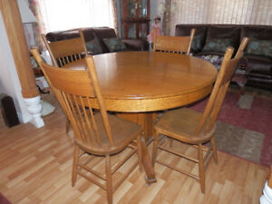 ANTIQUE SOLID QUARTER SAWN OAK DINING SET