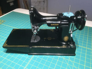 Featherweight 221 Vintage Singer Sewing Machine