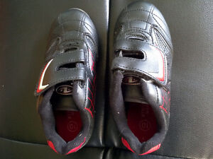 SOCCER SHOES SIZE 10 Cornwall Ontario image 1