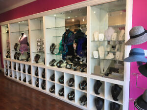 Wall units/ showcases Store fixtures, display cases cash counter