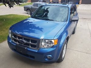 2009 Ford Escape XLT (comes with winter tires)