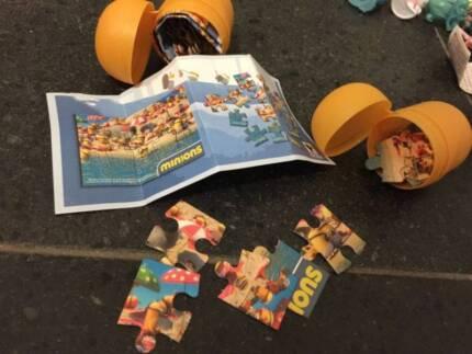 Kinder surprise toy (minion puzzle)