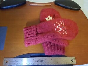 2010 Collectible Olympic Red Mittens