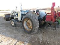 Ford 5000 Gas Tractor with Loader