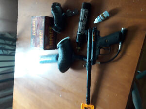 Black max paintball gun . With accesories