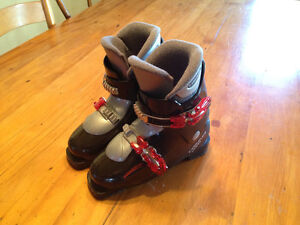 Young girls ski boots