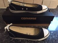 Converse pumps size 4 ( brand new )