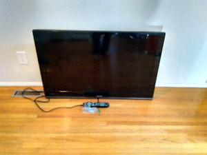 "40"" lcd hdtv 1080p with wall mount"
