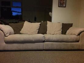 CAN DELIVER - LUXURY BROWN LEATHER 2-SEATER RECLINER SOFA IN VERY GOOD