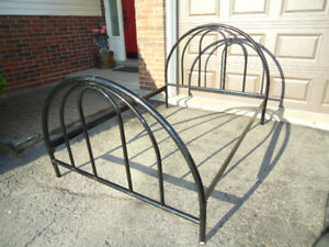 ROUNDED BLACK ALL METAL DOUBLE BED FRAME