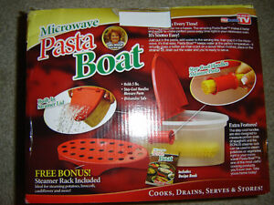 AS SEEN ON TV MICROWAVEABLE PASTA BOAT BRAND NEW IN THE BOX!!! London Ontario image 3