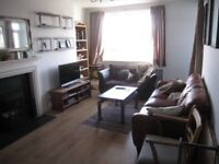 Lovely room available in 3 bed flat