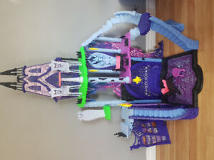 Monster High Castle and 48 Dolls