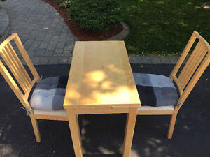 Dining table and two chairs for small apt