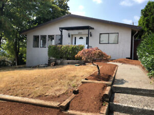 Burnaby Central/Deer Lake 5Bed 2.5Bath House for Rent!