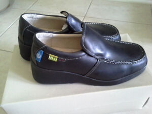 Womens brand new safely shoe hush puppies brand