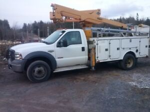 2005 Ford F550 with lift bucket