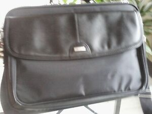 Lap Top Cases,Targus ( new) & Dell is used but good condition) West Island Greater Montréal image 6