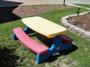 Little Tikes Picnic table Easy Store
