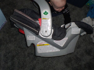 Graco Snugride Classic Connect 30 Carseat with base