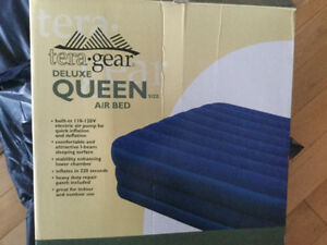 2 queen air mattresses,
