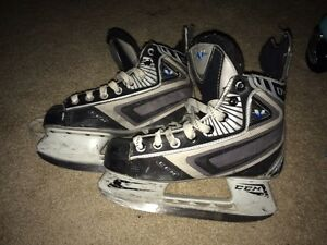 Vector 04 Ccm hockey skates (size 3) Kitchener / Waterloo Kitchener Area image 1