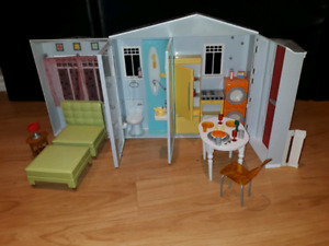 Barbie dollhouse, travel-size