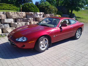 Beautiful 1997 Jaguar XK8
