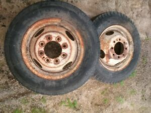 2 wheels and tires off motorhome