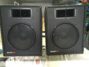 DJ - MUSIC PA  SPEAKERS  -  WITH POWER STEREO R AMP 150  WATTS