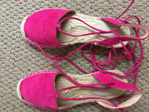 Sandal shoes pink
