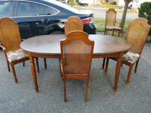 FREE Vintage Table Set(Pick up only)