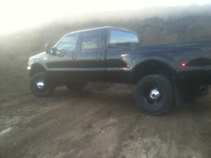 2004 Ford F-350 Lariat/ Lifted Dually with 8' Bed, Pickup Truck