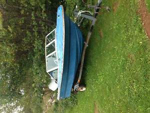 NEED GONE! 15ft fiberglass boat with 65 Johnson
