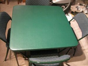 CARD  TABLE  WITH  4  CHAIRS