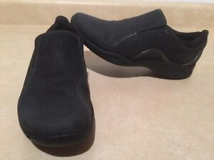 Women's Clarks Wave Slip-On Shoes Size 9.5 London Ontario image 1