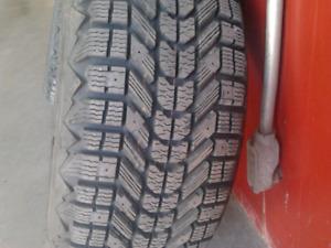 Set de pneus d'hiver 205/55/R16 négociable