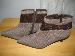 NEW WOMAN'S PLAID BOOTIES