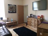 Double room with bathroom in 2 bed flat in Uplands