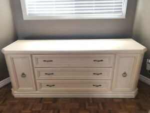 *** 8 Piece Bedroom Set - Dresser, Armoire, Bed