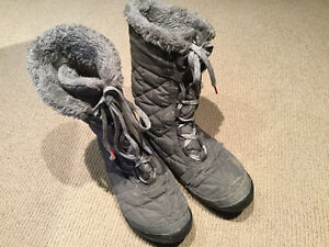 Winter boots size 9 women's (girls) Columbia Cambridge Kitchener Area image 1