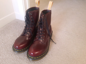 Dr. Martens boots, perfect condition, size 9
